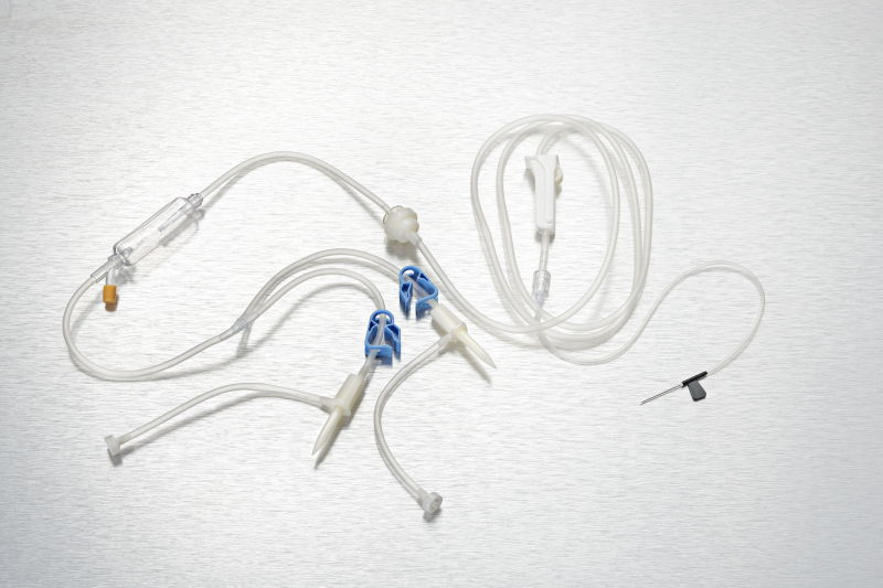 Disposable precision filter infusion set with needle